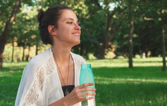 14 maneiras de se sentir mais feliz em até 30 segundos