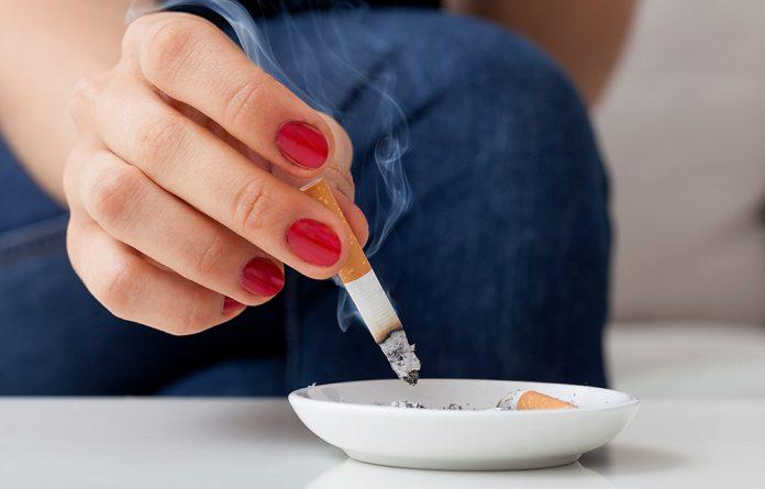 Profissional dá dicas para quem quer parar de fumar ainda este ano