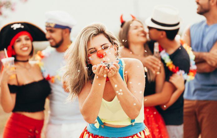 Terminar relacionamento para curtir carnaval