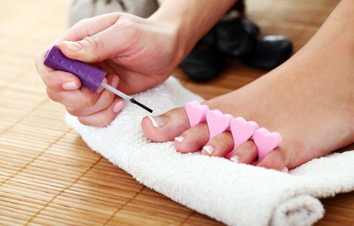Como fazer as unhas do pé em casa
